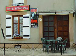 Margny, son cafe-bowling